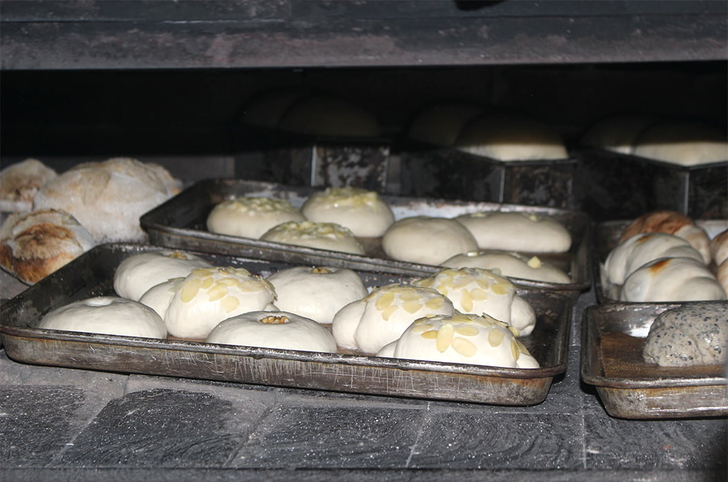 パンを焼いている所