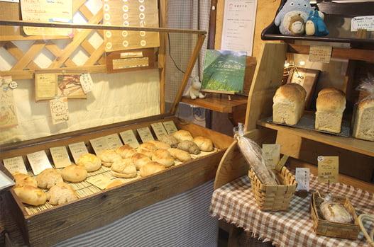 パンを販売中